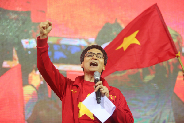 Vietnam's U23 Soccer Team, Coach Park Return Home as Heroes
