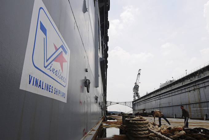 Vietnam's largest state-owned shipping firm to be privatized in 2018