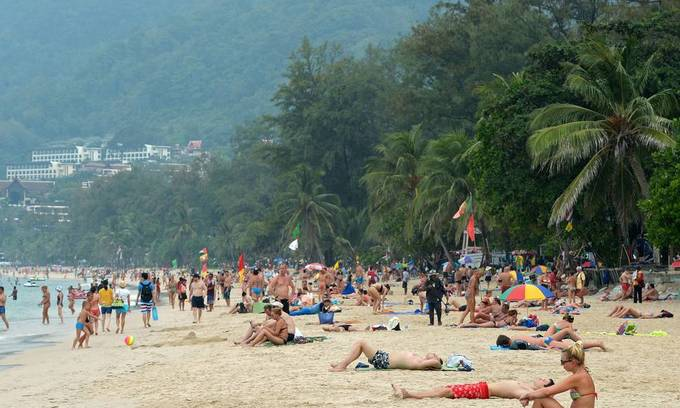 Thailand bans smoking, littering at popular tourist beaches