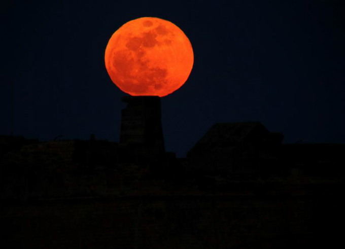 A full moon supermoon rises behind Fort Ricasoli in Vallettas Grand Harbour, Malta. REUTERS/Darrin Zammit Lupi
