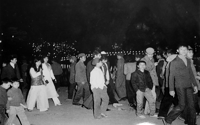 People in Hanoi gather at the Sword Lake on the Lunar New Years Eve of 1964. The photo is one of many on display at the Vietnam Exhibition Center for Culture and Arts at 2 Hoa Lu Street, Hai Ba Trung District.