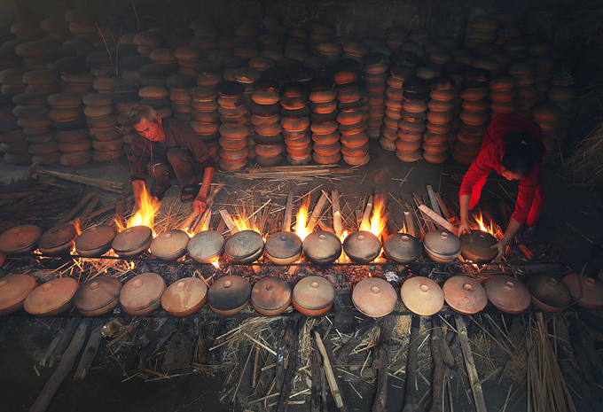 Cooking fish for hours in clay pots has been a long-standing tradition of villagers in Dai Hoang of Ha Nam Province every year when it comes to Tet, or the Lunar New Year, the biggest festival of Vietnamese people that will arrive in the next two weeks.