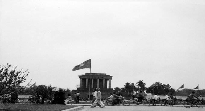 People travel past Ho Chi Minhs Mausoleum during Tet 1983.