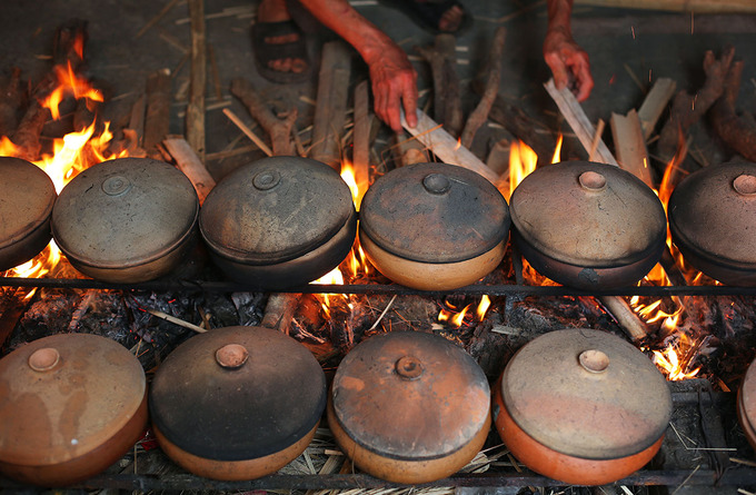 The pot is made from clay in central and northern Vietnam. Before using these pots to braise the fish, people cook the pot with rice and water as a tip to make the pot more durable against the heat.