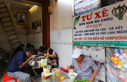 The Cambodian Market has expanded with locals getting in on the act, but its true Cambodian soul is still preserved by around 15 stores run by the children and grandchildren of the families that fled Cambodia more than 40 years ago. This photo shows Tu Xes shop where she serves traditional Num bank chok noodle soup from Cambodia. Photo by VnExpress/Quynh Tran