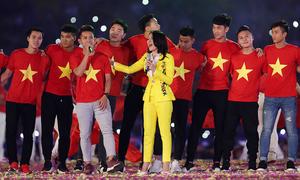 Saigon relives football fever as U23 players pay a visit