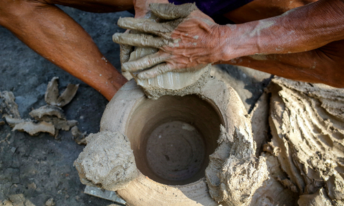 As holiday fever grips Saigon, muddy hands bring Kitchen Gods to life