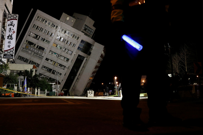 At least 2 killed, buildings collapse in magnitude 6.4 Taiwan quake