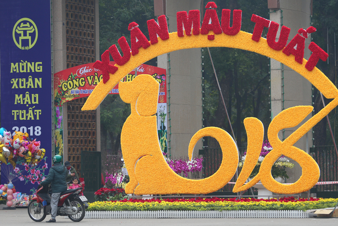 A street decoration in front of Thong Nhat Park in Hanoi says Spring of the Dog, with the dog standing for number 2.