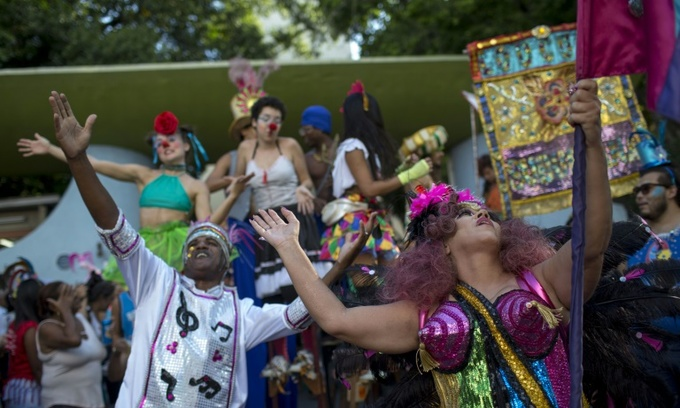 Carnival madness brings joy to Rio mental institute