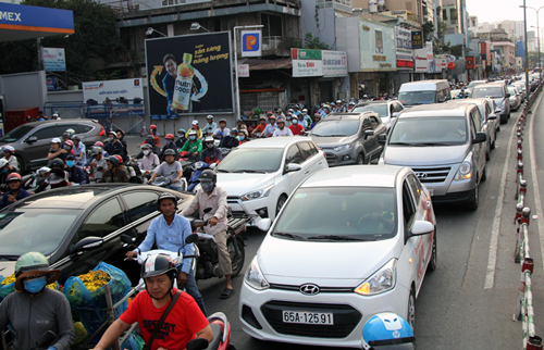 Traffic jam on Hoang Van Thu Street, Phu Nhuan District, Ho Chi Minh City where the accident takes place on February 9. Photo by VnExpress/Son Hoa