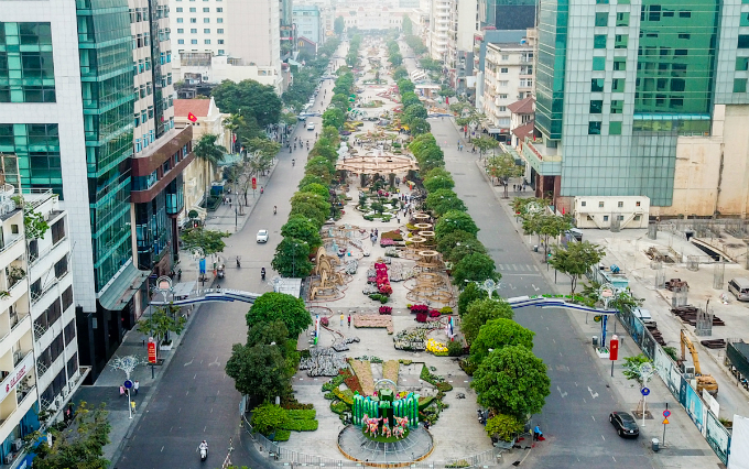 The flower street stretches 720 meters along the first pedestrian street of Saigon.