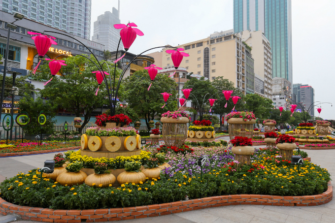 The flower street this year is different for the application of advanced light system.