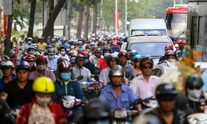 Roads to Saigon coach station jammed as migrants go home for Lunar New Year