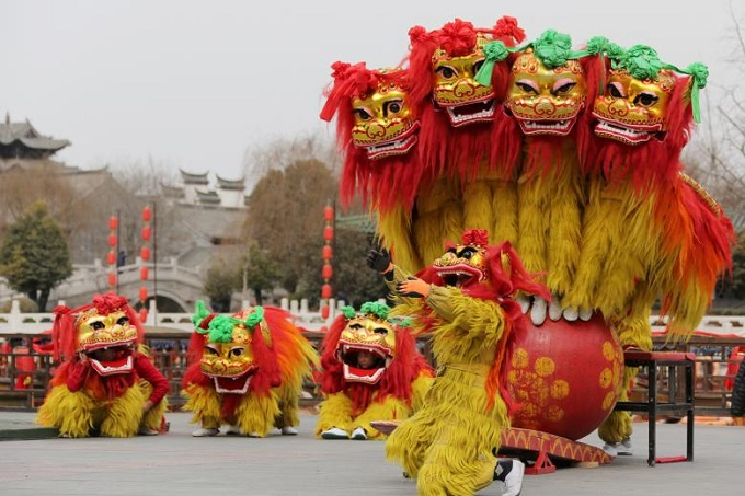 Folk artists perform a lion dance ahead of the Chinese Lunar New Year, or Spring festival, at Taierzhuang Ancient Town scenic area in Zaozhuang, Shandong province, China, February 10, 2018. Photo by Reuters/Stringer