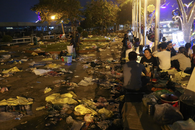 The Bac Dang Park along Saigon River in Ho Chi Minh City was filled with rubbish after the firework display on Lunar New Years Eve (Feb. 15).