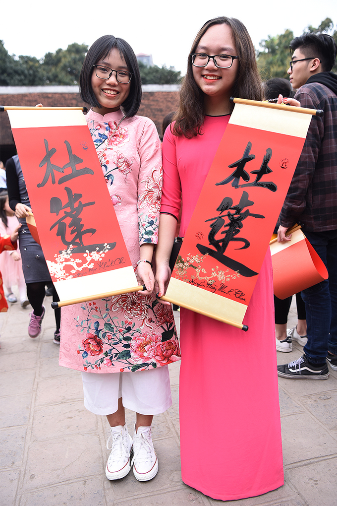 Khanh Chi and Minh Thu, 9th graders from Trung Vuong school, asked for pass to be written in calligraphy, wishing for academic success as they will seat the high school entrance exam this summer.