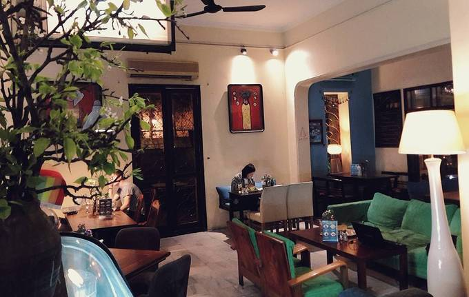 Puku, HanoiThis coffee shop  on Tong Duy Tan Street has been a popular 24/7 destination for visitors  to Vietnam. It serves drinks for an average of VND50,000 apiece, and the  menu also has chicken rice, beef noodle soup, hamburger and spaghetti  for hungry night owls.