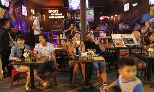 Restaurants at risk from 'unreasonable' new regulations in Vietnam: commerce chamber