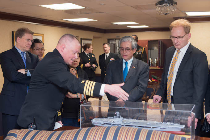 Captain Chris Hill (L) gives the official party a presentation on the USS George H.W. Bush. Photo by Vietnams Foreign Ministry.