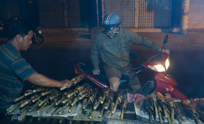 Many people ventured to buy the fish in the early hours. One grilled snakehead fish with a side of herbs, and fried shallots.
