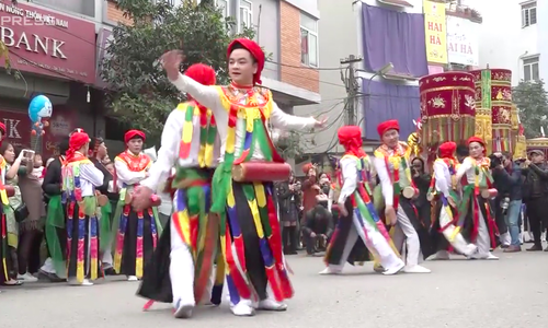 Every spring, these Hanoi boys dress up as girls to dance in honor of former king