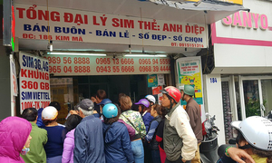 Mobile top-up cards fly off the shelves in Vietnam on final day of promotion