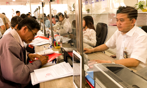 Ho Chi Minh City to spend over $100 million raising public sector pay in 2018