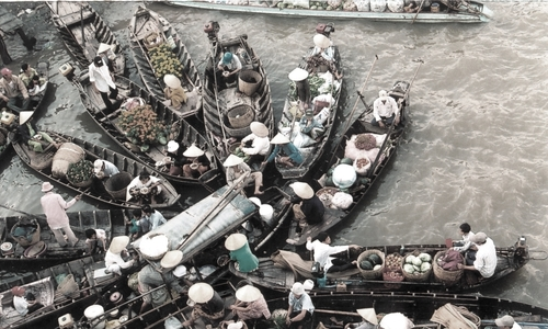 Once thriving floating market gasping for air in Vietnam's Mekong Delta
