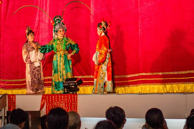 Theater actors from Thong Nhat troupe performed an ancient Teochew tuong act in Nghia An Pagoda (District 5)
