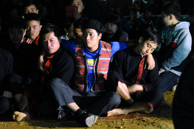 Pa Then ethnic men getting possessed prior to a fire dance during a local spring festival. Photo by AFP/Haong Dinh Nam