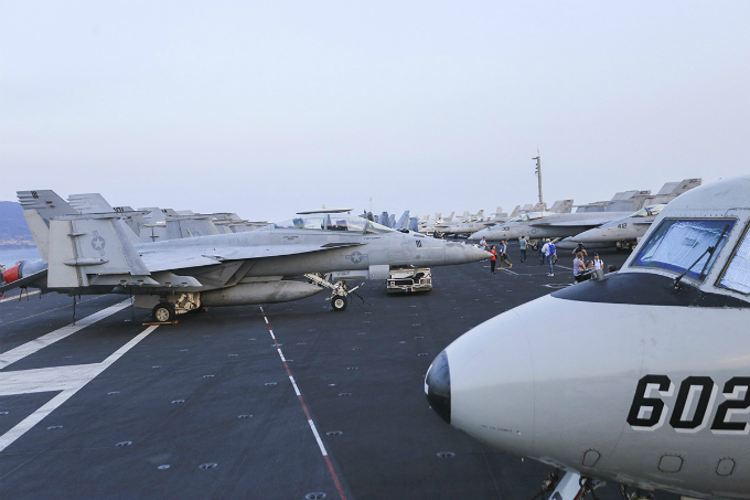 Although the number of aircraft is large, they are arranged neatly on the carrier.