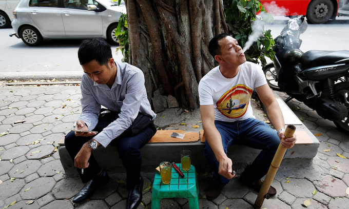 US charity hails Vietnam for trying to stub out tobacco use