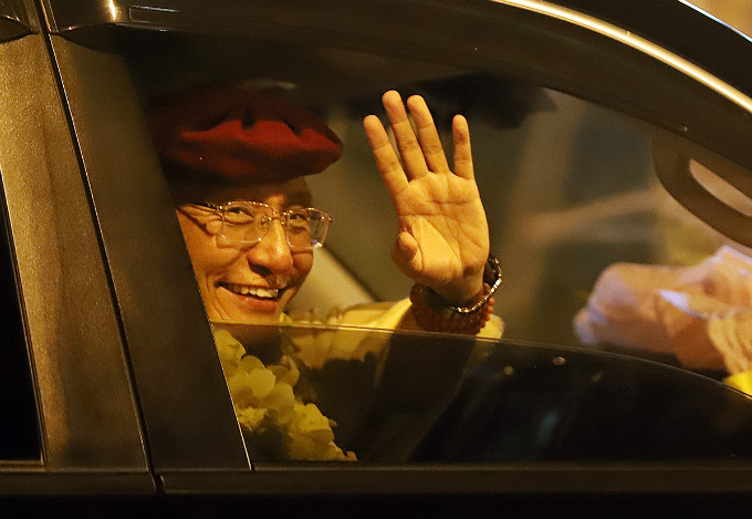 Gyalwang Drukpa and his Sangha go back to the hotel. On Thursday, he shares his history with Vietnam, the journey of the Drukpa Lineage and his views on happiness.
