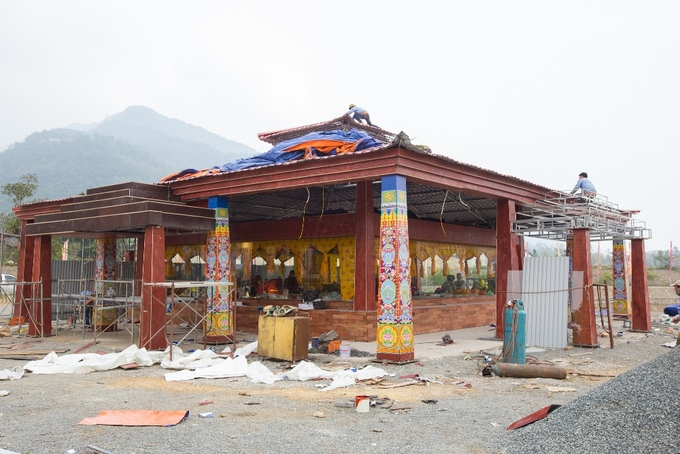 This Friday, the Tay Thien Grand Mandala Stupa in Vinh Phuc Province will host the opening of Vajrayana Buddhisms three-day great prayer festival. The festival, led by the Gyalwang Drukpa, head of the Drukpa Lineage of Vajrayana Buddhism, will also see the unveiling of Vietnams largest jeweled mandala.