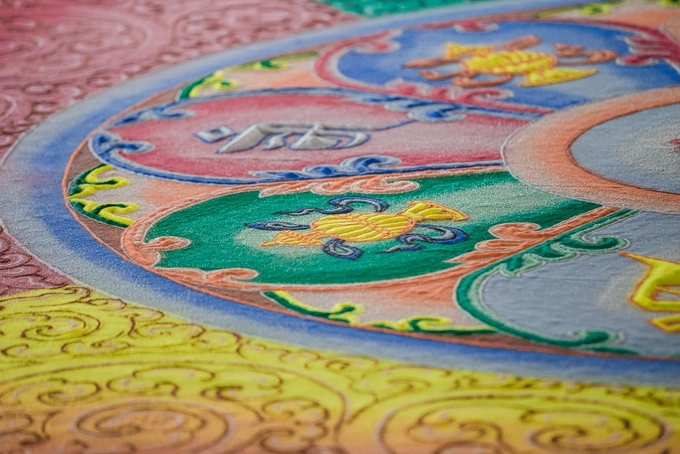 The jeweled mandala, which is a Buddhist representation of the universe, has a diameter of 9 meters (30 feet), and is housed in a 8.6-meter tall pavilion with an area of 370 square meters.