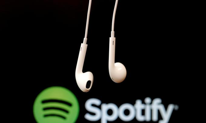 Spotify touts growth over profits in listing pitch to retail investors