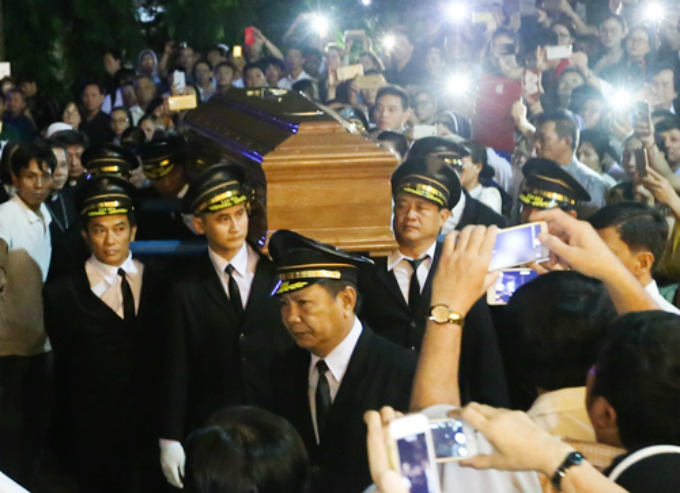 His coffin is brought to the Notre Dame Cathedral in District 1 on Fridays morning for more people to pay homage before the funeral on Saturday morning. He will be buried at Saint Joseph Seminary of Saigon at 6 Ton Duc Thang Street, District 1.