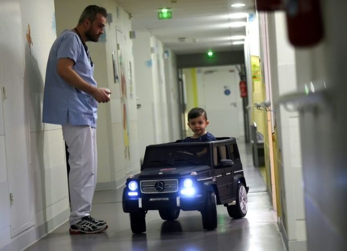 Mini cars drive away children's fears of surgery