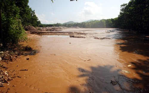 Gold mine leaks toxic waste into central Vietnam river