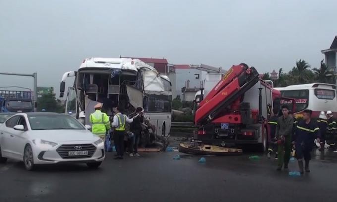 Three killed as series of crashes hit Hanoi highway