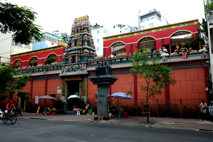 Mariamman Temple was built by the very first Indian in Saigon. It was just a shed at first before the Indian community got richer in their new homeland and turned it into what it is these days in 1885.