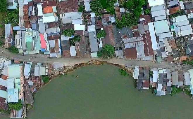 Illegal sand mining digs away at Vietnam's rice basket