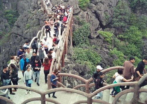 Vietnamese ministry orders removal of giant concrete staircase from World Heritage site
