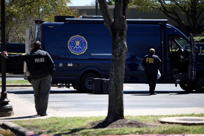 Sixth Texas parcel bomb blast leaves US investigators baffled