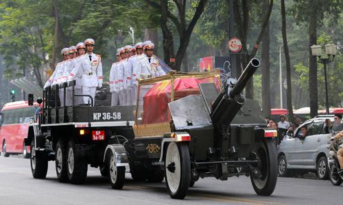 Thousands bid farewell as late PM Phan Van Khai makes final journey home