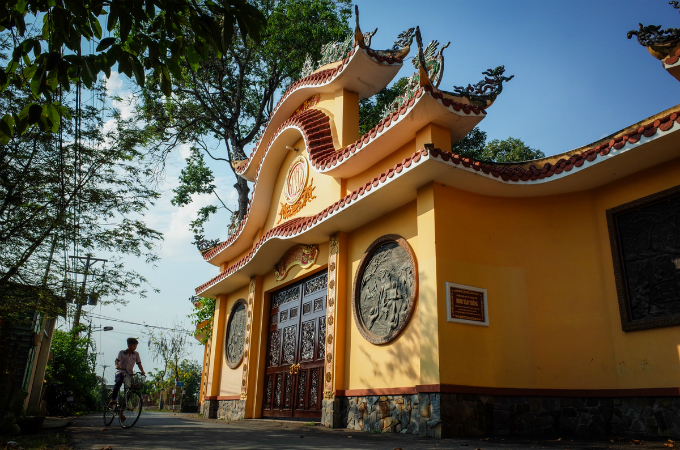 Khai served as prime minister from 1997 to 2006, and has been remembered as a reformist leader. His neighbors yet have their own memories of him, and one of those is this Tan Thong communal temple that he helped restore. The 248-year-old building stands 200 meters from his house.