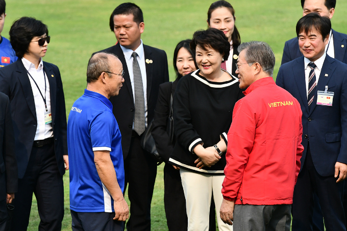 President Moon and the first lady talk with coach Park Hang-seo. Park Hang-seo started coaching Vietnams U23 national football team three months before the team started competing at the AFC U23 Championship 2018. In over 40 years of coaching, this is the tournament I am most proud of, said Park, who was assistant to Dutch coach Guus Hiddink during the 2002 World Cup where South Korea finished fourth, the countrys biggest achievement ever.