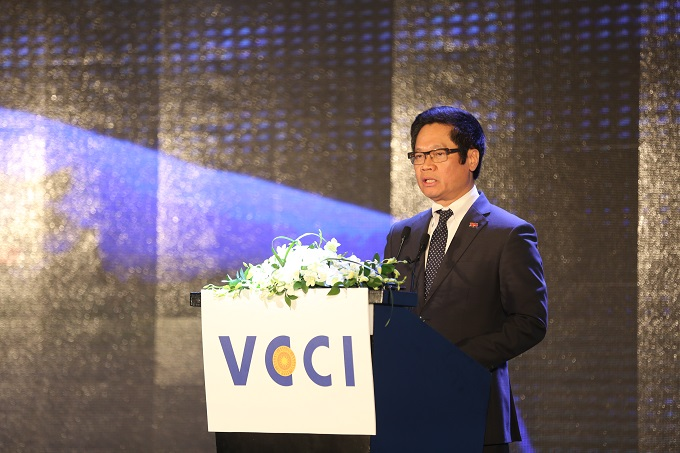 Vu Tien Loc, chairman of the VCCI speaks at the launch of the 2017 Provincial Competitiveness Index on March 22, 2018.