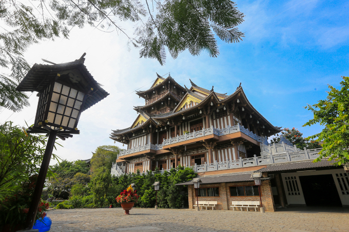 It first appeared in 1905 as a small pagoda and was damaged multiple times for sheltering the Vietnamese forces during the fight against the French invasion between 1858 and 1945. The pagoda went through a massive restoration in 2006 that was completed in 2016 to give it a Japanese look with wood and stone.